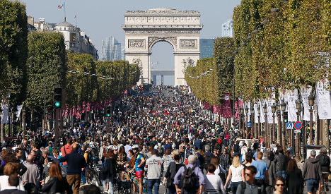 1443424172_champs.without.cars.cover.afp
